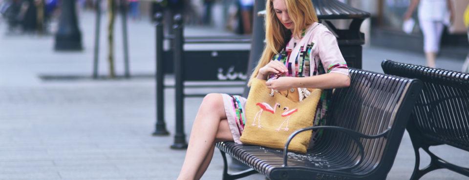 Plażowa torebka w miejskim wydaniu